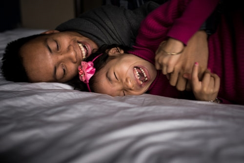 Người cha Việt đơn thân trải lòng về cuộc sống bên cô con gái nuôi nhiễm HIV