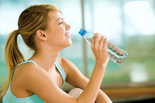 Học nhanh 7 mẹo nhỏ để uống nhiều nước hơn mỗi ngày