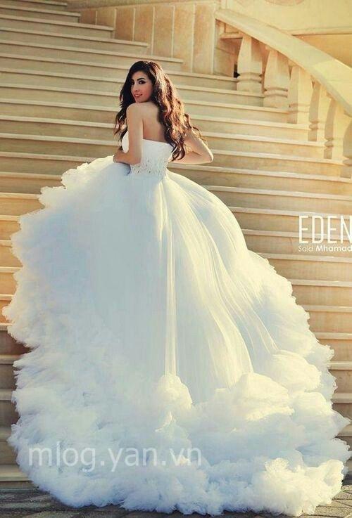 Váy cưới điệu đà như công chúa Cinderella