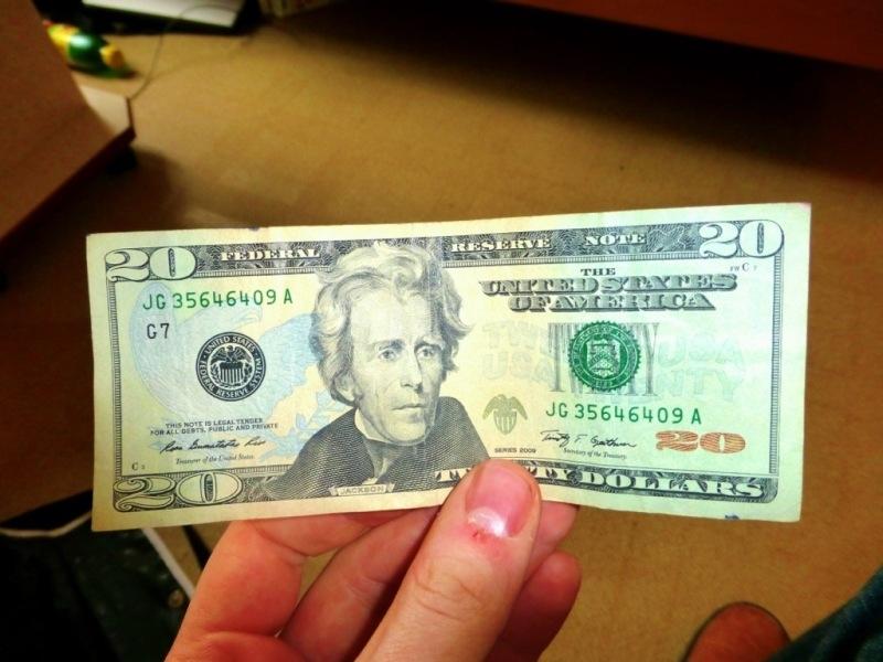 Câu chuyện về tờ 20 đô la và bài học về giá trị con người