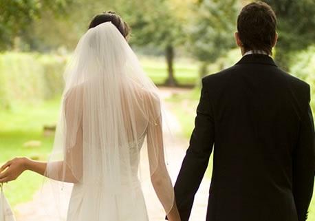 Phụ nữ, đừng kết hôn trước tuổi 30!