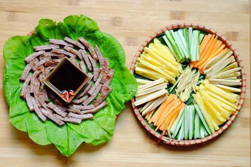 Cách làm bò cuốn lá cải - thanh mát cho ngày nóng