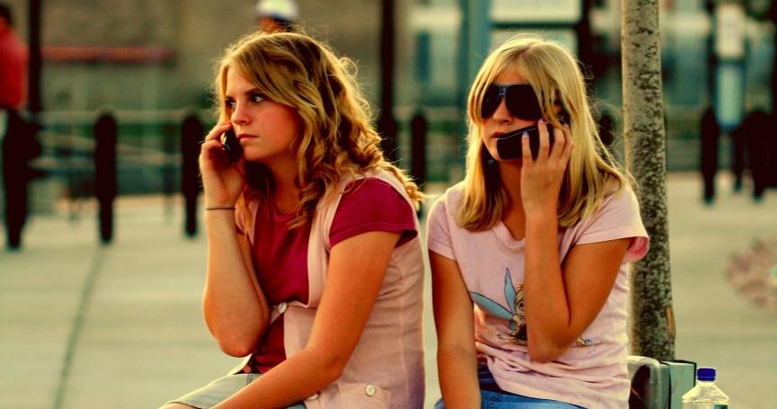 10 mối nguy hiểm đáng sợ do nghiện điện thoại di động