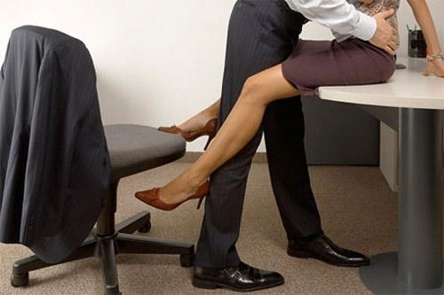 """Tình công sở: Dại gì mà không """"cặp"""" với sếp?"""