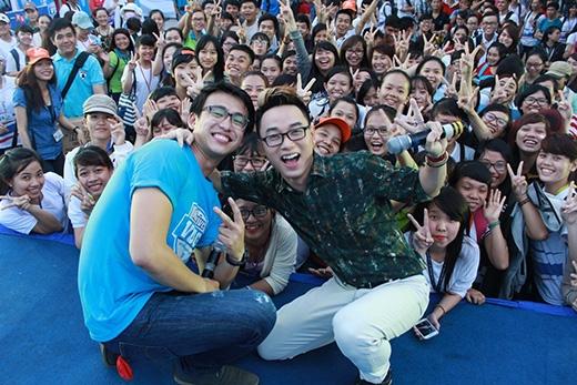 Trúc Nhân Miu Lê không ngại điên hết mình cùng sinh viên tại Revive VUG 2015