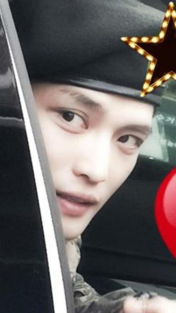 Kim Jaejoong đẹp trai trông thấy trong quân ngũ