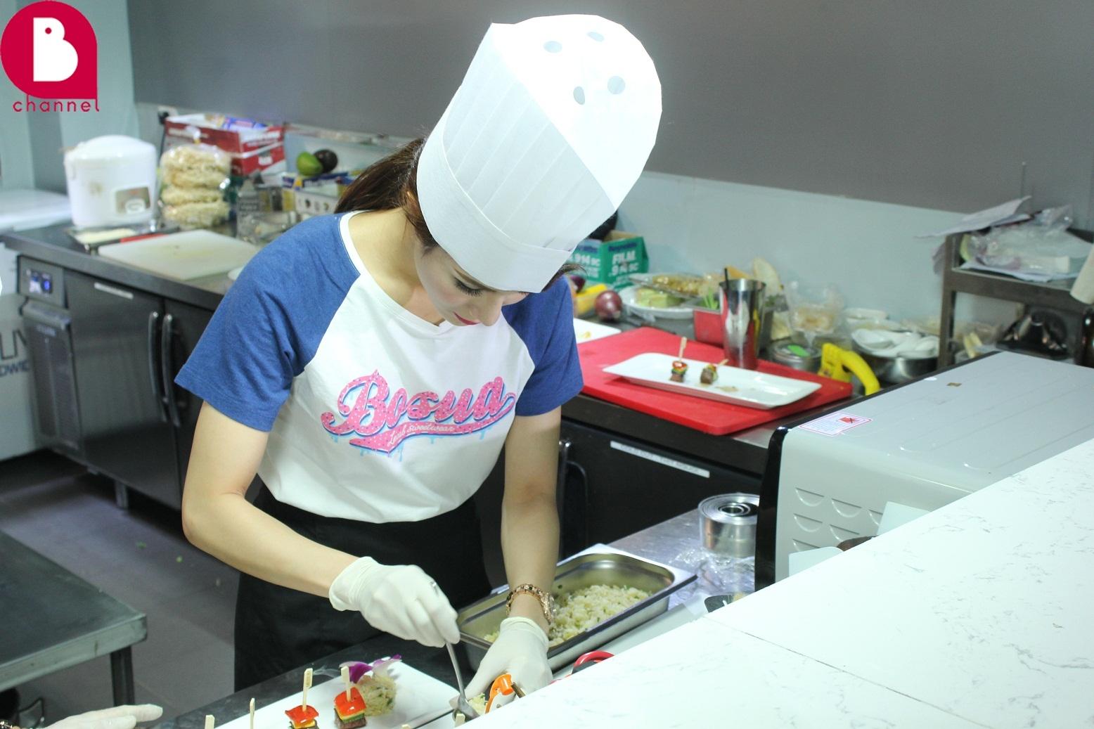 Diệp Lâm Anh trổ tài nấu món ăn Angelina Jolie ưa thích