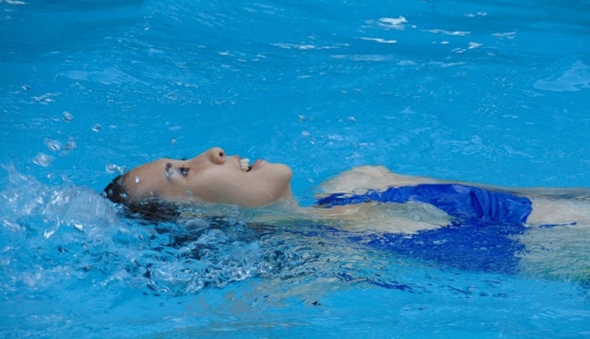 """5  """"lợi ích vàng"""" cho sức khỏe khi bơi lội"""