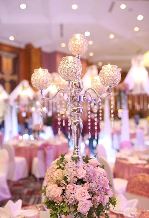 Tiệc cưới màu hồng tím của cặp đôi Hà Nội