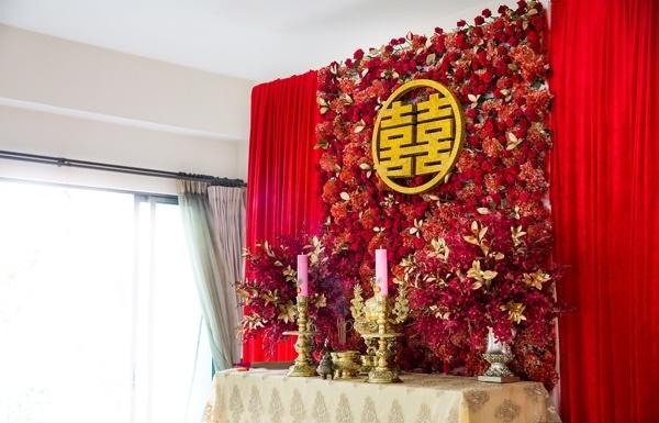 Lễ gia tiên màu đỏ lộng lẫy của cặp đôi Sài Gòn