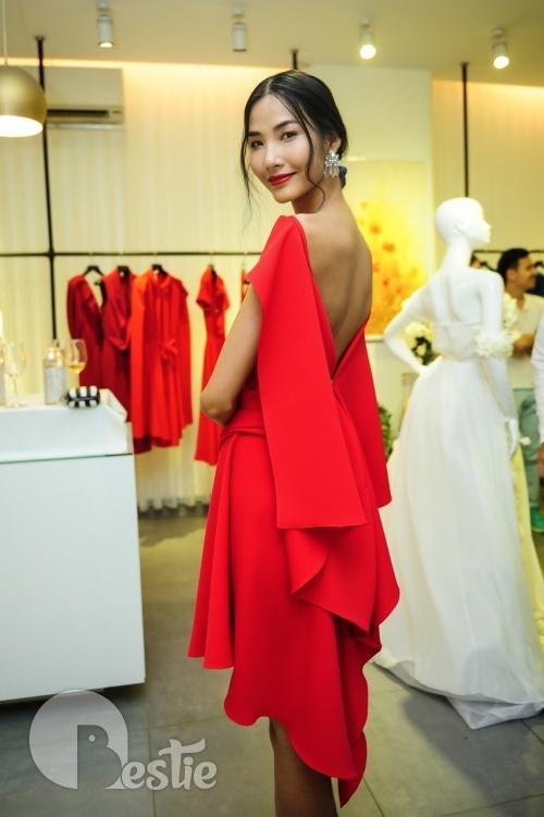Hoa hậu Thu Thảo dự lễ khai trương showroom của Lê Thanh Hòa