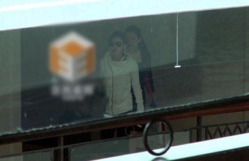 Giả Tịnh Văn khoe ảnh siêu âm con gái, La Chí Tường hẹn hò với Tiểu Angelabay
