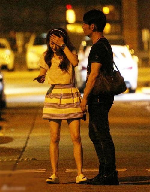 Châu Tấn khoe lưng trần, nữ ca sĩ Trung Quốc cởi váy giữa phố