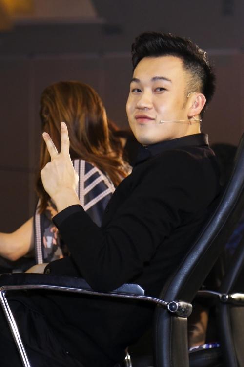 Dương Triệu Vũ ngồi ghế nóng, Kim Tae Hee công khai anh trai lịch lãm