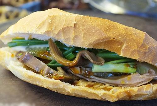 Điểm danh 22 loại nhân của bánh mì Sài Gòn