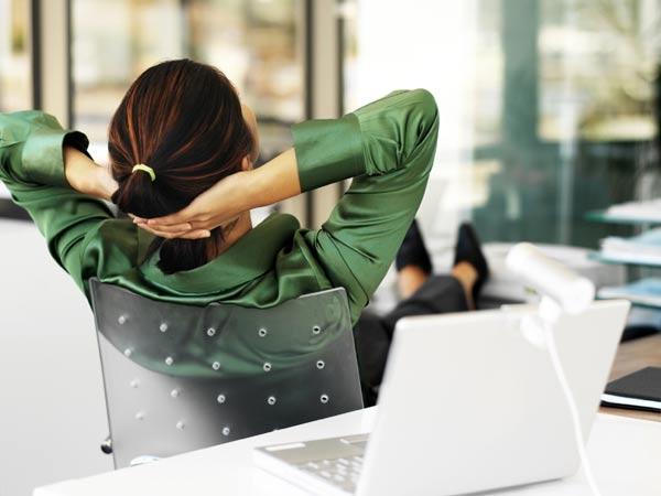 5 phút thư giãn gân cốt cực hiệu quả ngay tại công sở