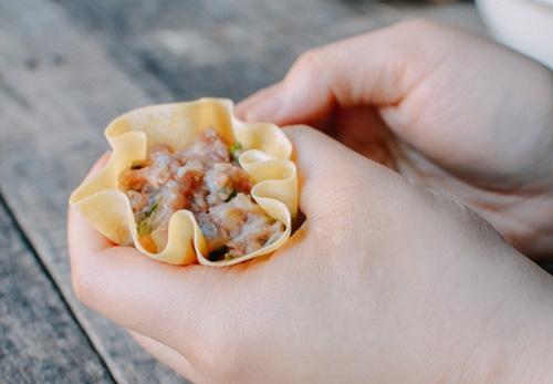Khéo tay làm món xíu mại nhân tôm thịt ngon miệng