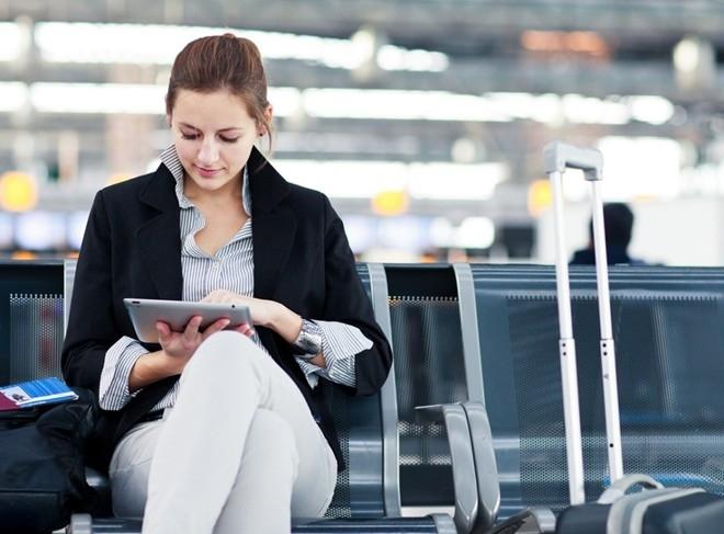 10 vật dụng cần có trong hành lý xách tay khi đi máy bay