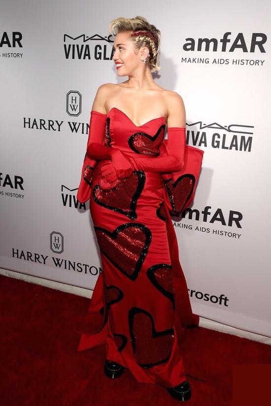 Sao lộng lẫy trên thảm đỏ amfAR Inspiration Gala 2015