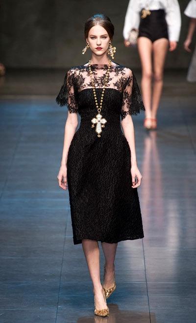 Đầm đen cho nàng cá tính