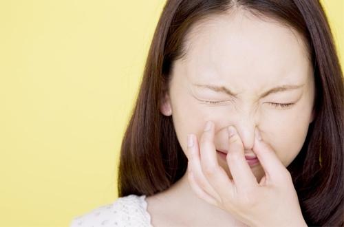 Kiềm nước mắt hay nén tiếng thở dài đều gây hại cho sức khỏe