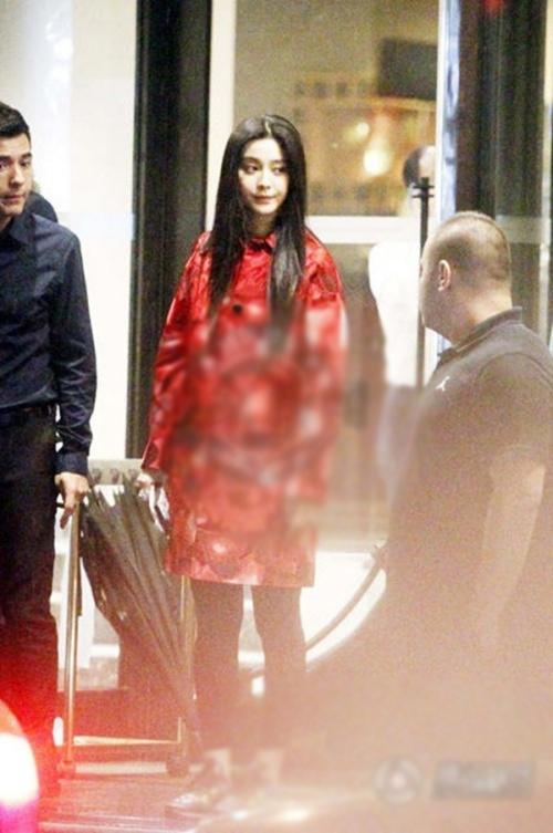 Miranda Kerr đốn tim fan Thượng Hải, Lý Thần tận tình chăm sóc mẹ Phạm Băng Băng