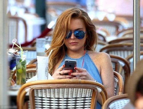 Lindsay Lohan tự tin khoe vòng 1, Cao Viên Viên bị nghi đang mang thai
