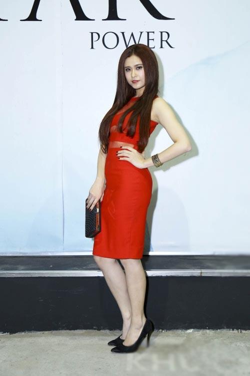 Angela Phương Trinh đẹp sang trọng dự sự kiện, Jennifer Aniston bất ngờ huỷ hôn