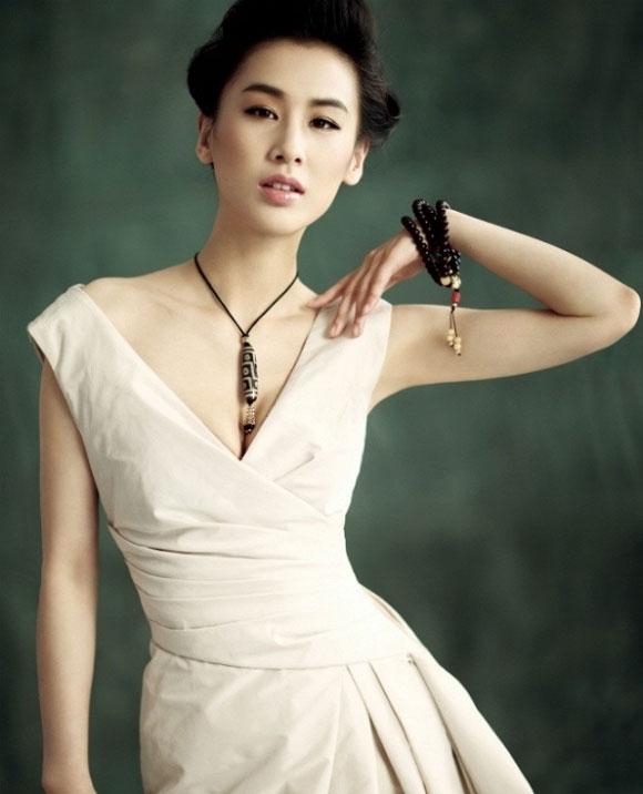 Siêu mẫu Hồng Kông ôm con bán nude, Huỳnh Thánh Y bất ngờ tiết lộ đã có con trai