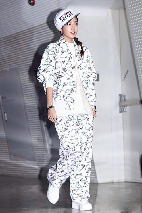 SAO K-POP NĂNG ĐỘNG CÁ TÍNH VỚI DENIM VÀ HỌA TIẾT