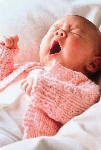 Ảnh vui: Muôn kiểu ngáp siêu đáng yêu của em bé