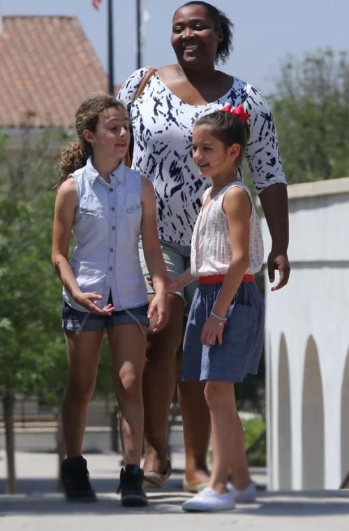 Con gái Tom Cuise  ngày càng xinh, Mirinda Kerr khéo léo khoe vòng 1