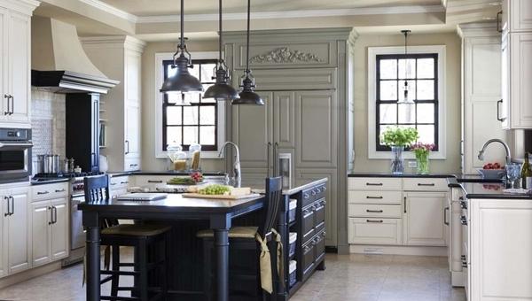 Căn bếp trắng đen sang trọng và tiện nghi