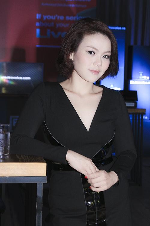 Quỳnh Chi rạng rỡ sau
