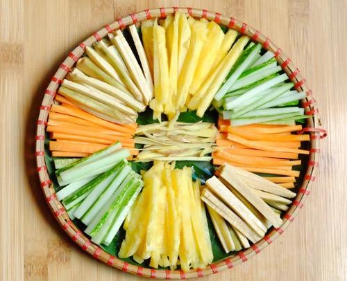 Bò cuộn lá cải dễ làm cho ngày nắng gắt