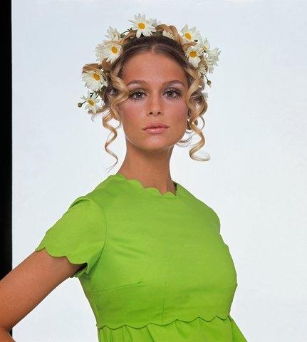 Hồ sơ thời trang: Gương miện hoa theo dòng lịch sử