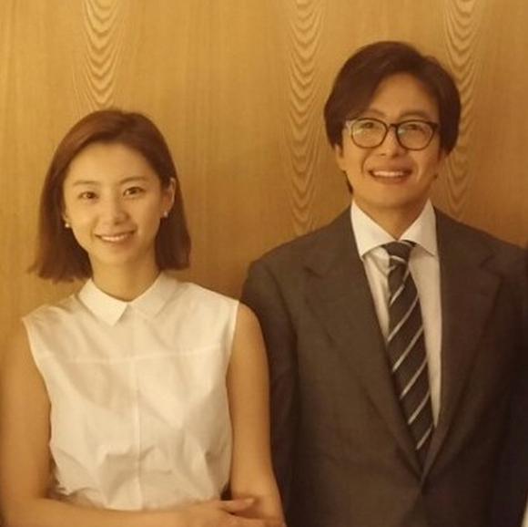 Bae Yong Joon bị chê già, bạn gái Lee Min Ho khoe dáng chuẩn