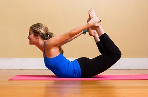 9 động tác yoga giúp giữ dáng và chữa đau lưng