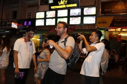 Harry Lu hoá thân thành Zombie, hot boy Việt kiều khóc nhè
