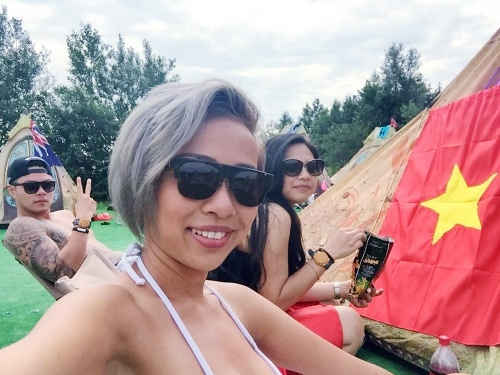 Tina Tình lần đầu làm phim, Thảo Trang mặc áo cờ đỏ sao vàng