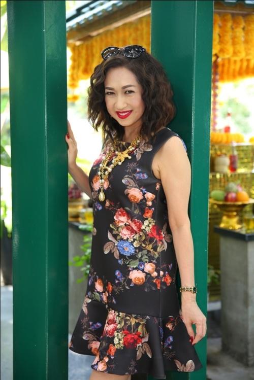 Nữ ca sĩ Ý Lan khoe vẻ đẹp không tuổi