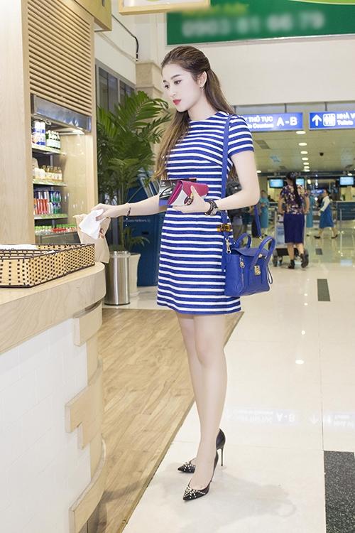 Huyền My lang thang ở sân bay, Quỳnh Chi đắt sô sau ly hôn