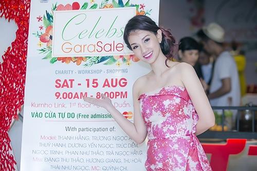 MC Quỳnh Chi rạng rỡ chủ trì đấu giá từ thiện