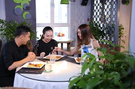 Ninh Dương Lan Ngọc quậy tưng trong gian bếp của Jack Lee
