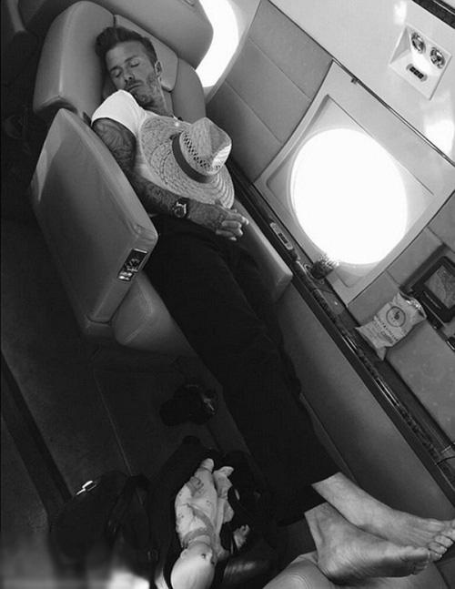 Vic khoe ảnh chồng say sưa ngủ ngon lành