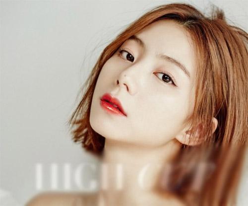 Vợ Bae Yong Joon đẹp gợi cảm sau khi kết hôn