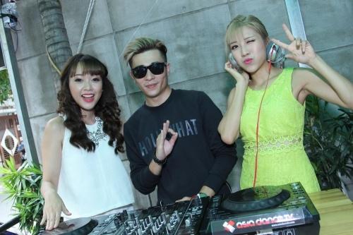Băng Di và Trang Pháp làm DJ, Miu Lê dễ thương khi làm MC