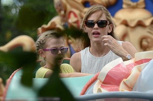 Ben Affleck đi chơi cùng vợ cũ, Brooklyn Beckham