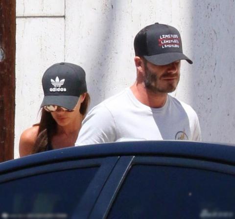 Vợ chồng Becks diện đồ đôi đi tập thể dục cùng nhau