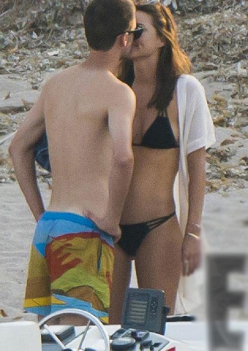Miranda Kerr công khai âu yếm bạn trai tỷ phú